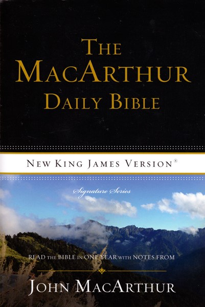 The MacArthur Daily Bible - New King James Version - Signature Series (Brossura)